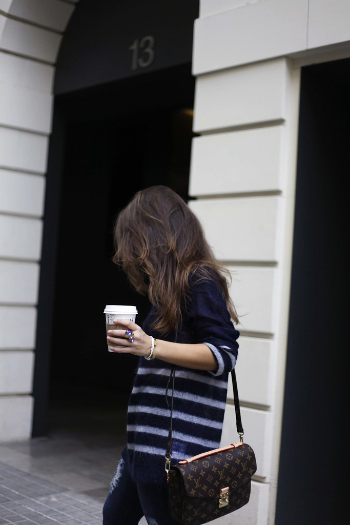 09_CASUAL_OUTFIT_LEOPARD_AND_STRIPES_BLOGGER_BARCELONA_THEGUESTGIRL