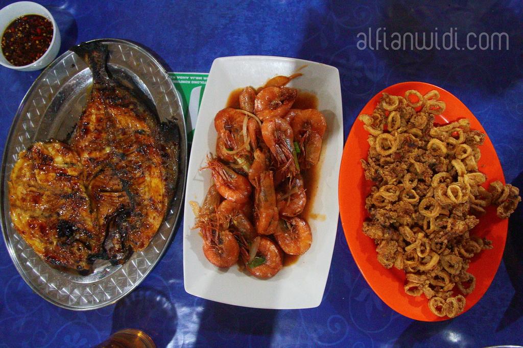 16.Beberapa menu seafood andalan Pangandaran.