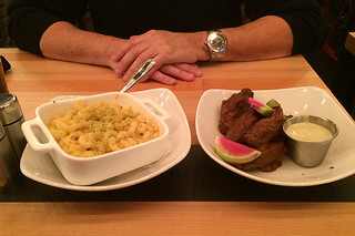 Tap 415 - Mac n Cheese and Chicken Wings