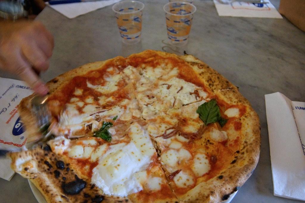 La famosa pizza di Sorbillo