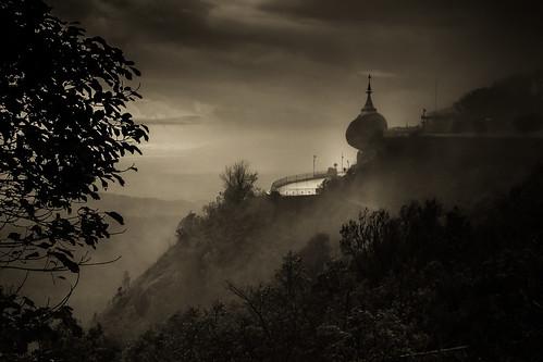 rock sunrise golden myanmar birmanie midst