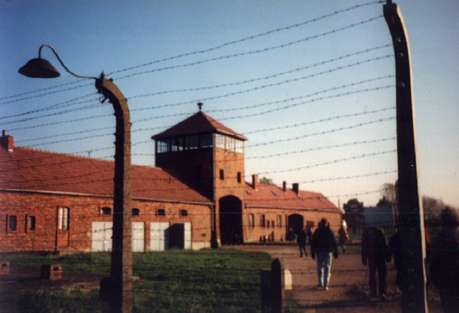 Entrada a Birkenau. © Paco Bellido, 1995