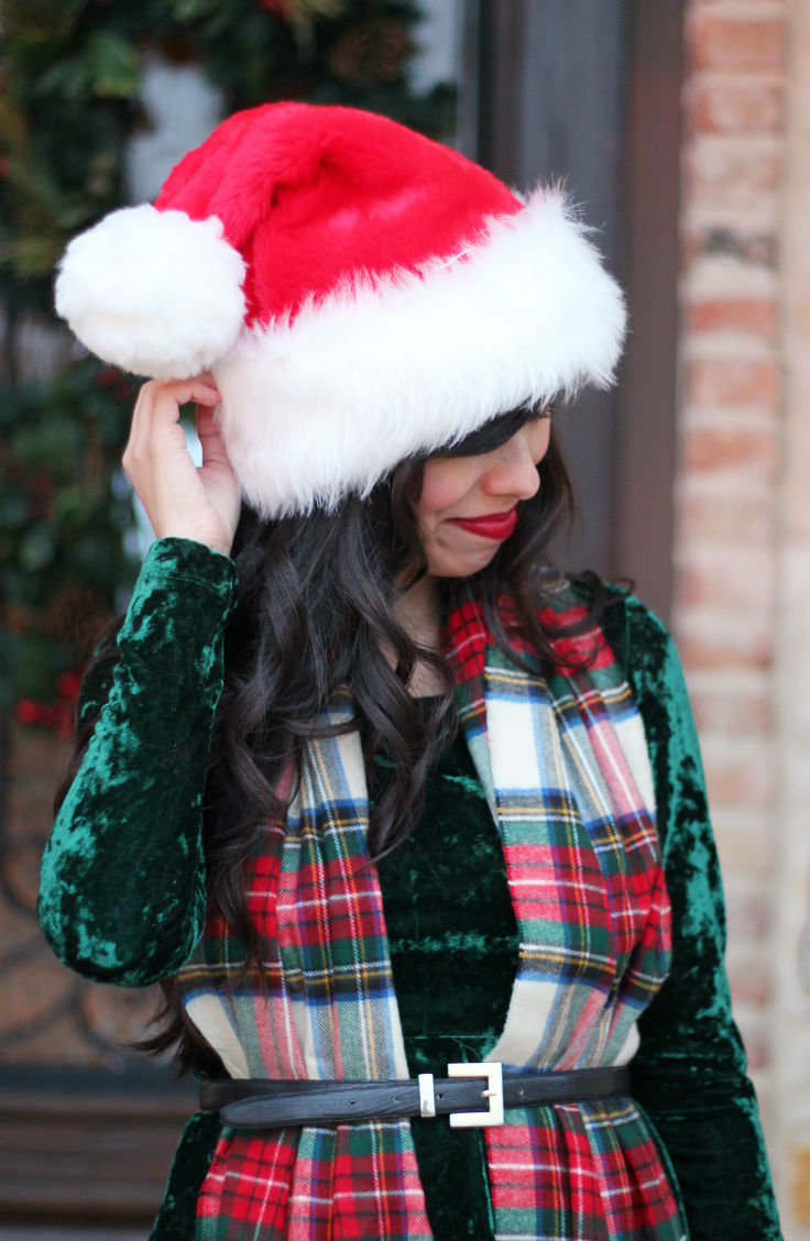 christmas holiday outfit ideas, green velvet dress, austin texas style blogger, austin fashion blogger, austin texas fashion blog