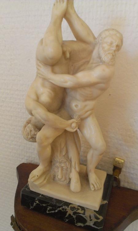 imágenes graciosas estatua urología antigua