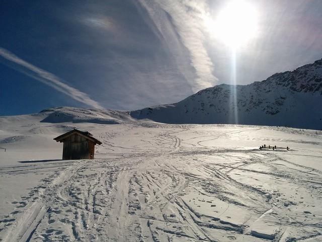Die kleine Holzhütte am Plateau, Blick auf das Kalksteinjöchl