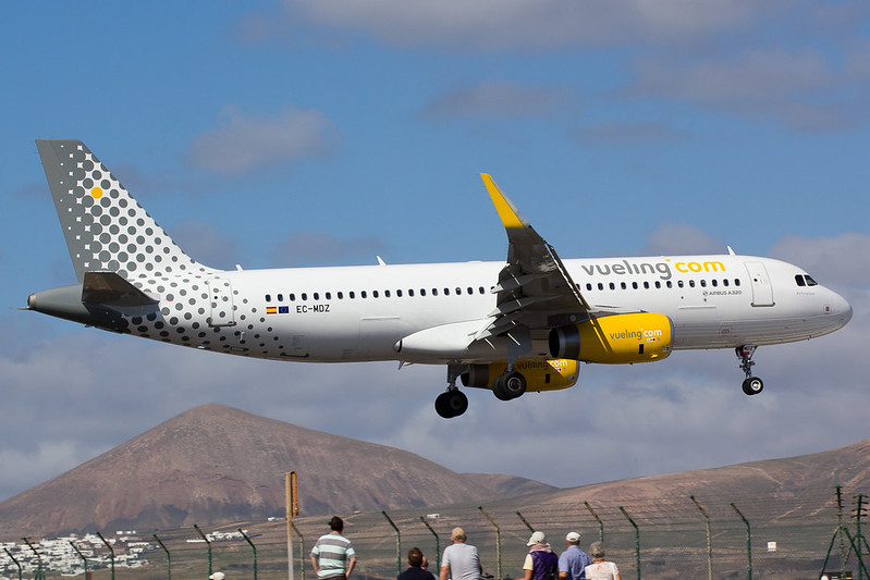 Vueling - A320 - EC-MDZ (1)