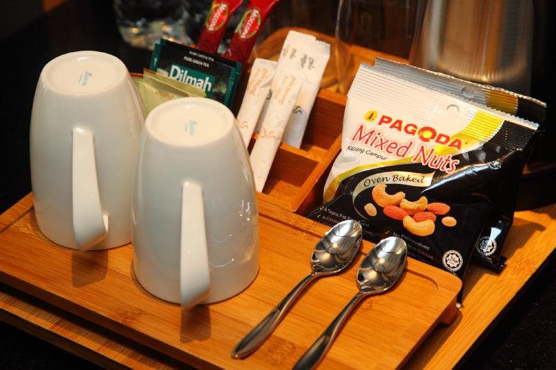 WEIL-Hotel-Room-Snacks
