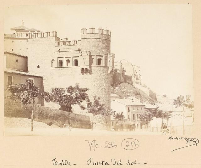 Puerta del Sol en 1889. Fotografía de Marie Hubert Vaffier © Bibliothèque Nationale de France