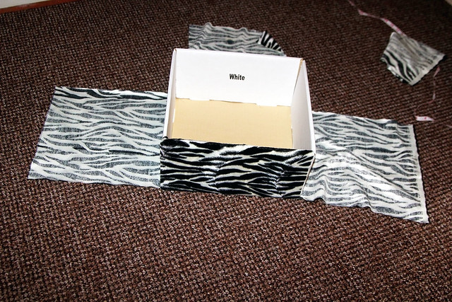 cardboard box diy projects, diy cardboard box storage, diy cardboard box storage,diy, cardboard box toy storage, diy cardboard box for storage, Fabric Covered Cardboard Box for great storage option, How To Cover A Box in Fabric, DIY cardboard fabric storage box</p>