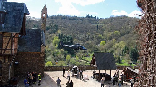 swr.de Helikopter fliegt Cochem Filmkulisse