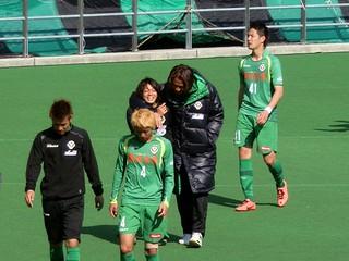 梶川選手に再びヘッドロックを掛ける土肥選手。