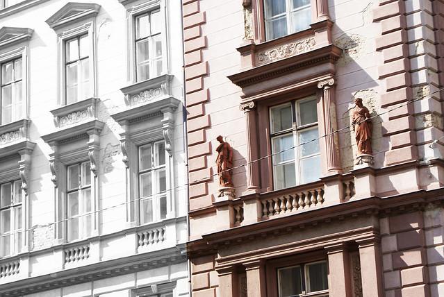 Photo de facade retouchée, la partie gauche etait plus grise.
