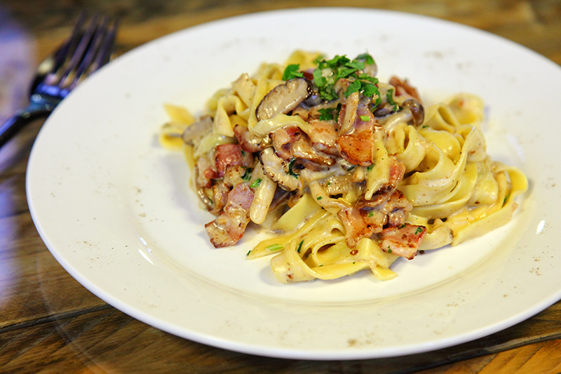 Bacon-And-Mushroom-Fettuccine