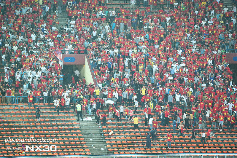 aff suzuki cup semi final 2014 vietnamese fans attacked 2