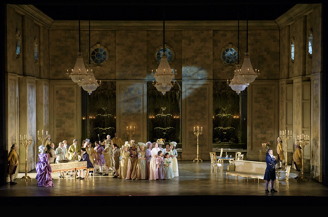 Jonas Kaufmann as Andrea Chénier, Eva-Maria Westbroek as Maddalena Di Coigny and The Chorus of the Royal Opera House in Andrea Chénier © ROH. Bill Cooper 2015