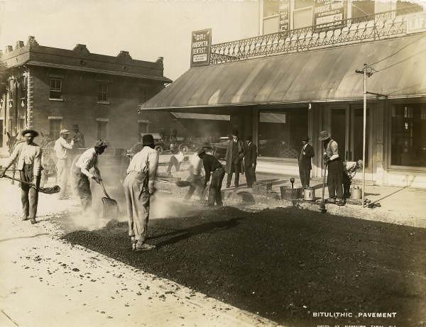 Laying bitulithic pavement - Tampa