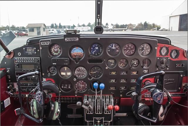PA-23-Piper-Apache-Cockpit