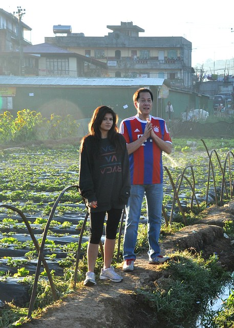 Sandy and Ali at La Trinidad Strawberry Farm