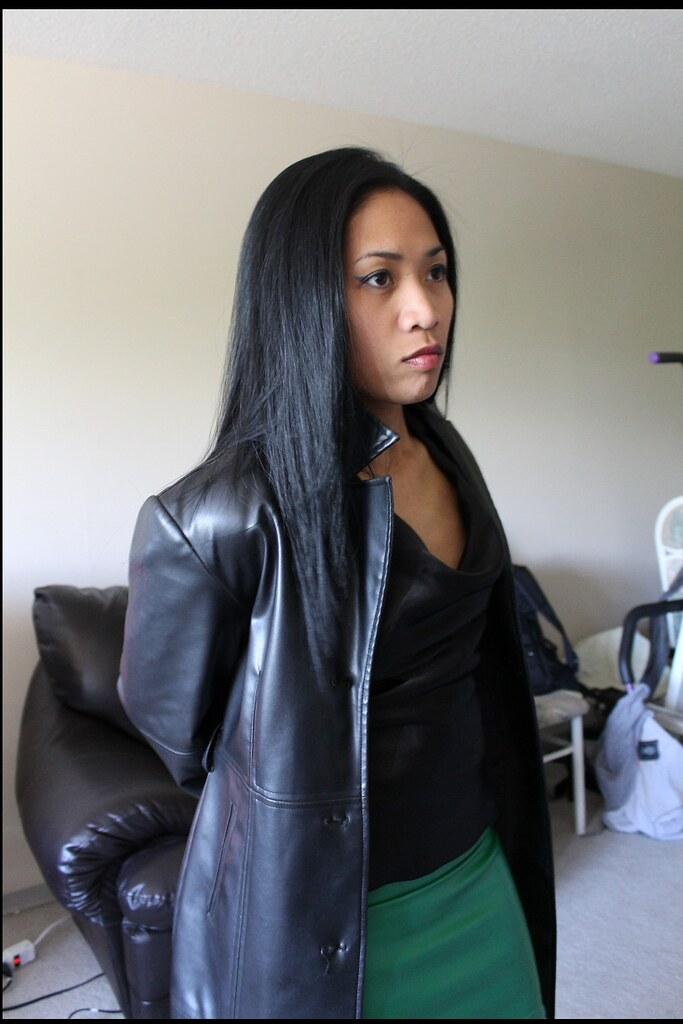 Asian office lady uses magic to get a messy creampie 6