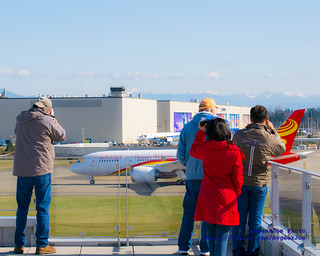 Future of Flight Visitors Photographing the Hainan Airlines 787-8 From the Strato Deck