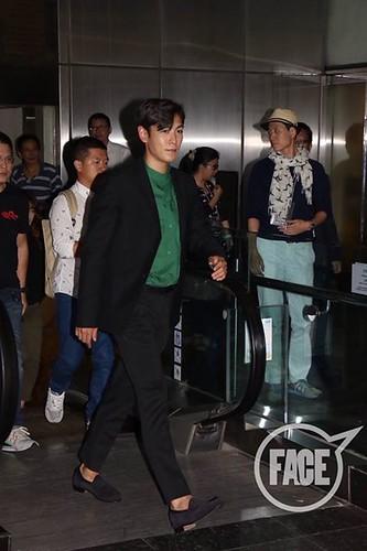TOP-stagegreeting-premiere-HongKong-20140927_(26)