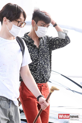 BIGBANG Incheon Airport to Shanghai Press 2015-06-19 017