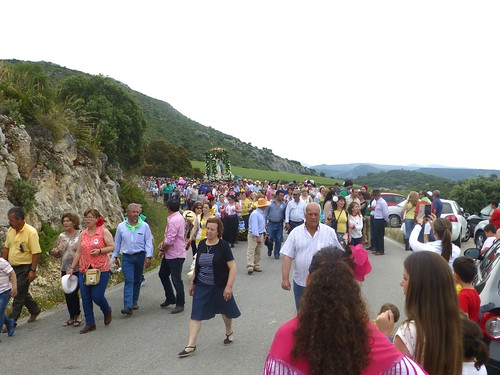 Romeria in Pruna: procession and effigy of Mary approaching