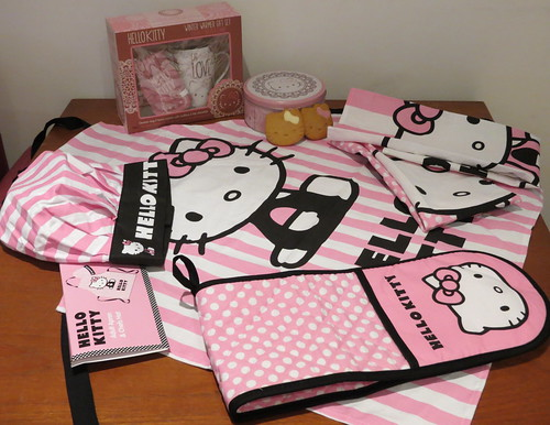 Hello Kitty apron, chef's hat, tea towels, oven gloves, cookies & gift set