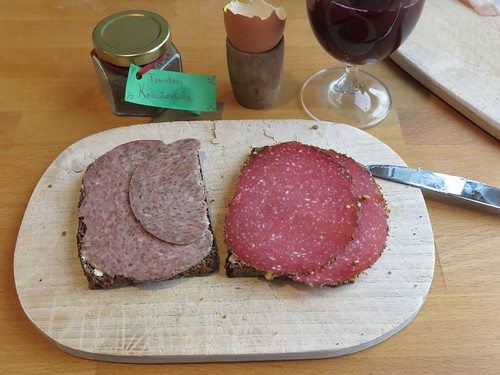 Schnittfeste Leberwurst und Kräuterrandsalami auf Vollkornbrot