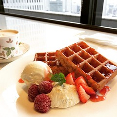 shared with a friend earlier @ eikokuya #waffle #eikokuya #umeda #osaka #英國屋 #梅田 #大阪 #ワッフル