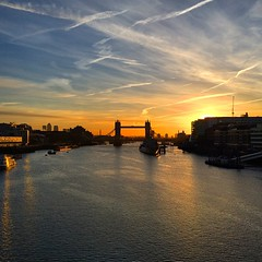 Here comes the sun. #TowerBridge #London