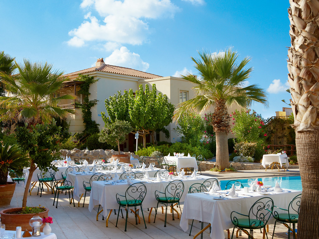05a-pool-side-restaurant-in-crete-club-marine-palace-5968