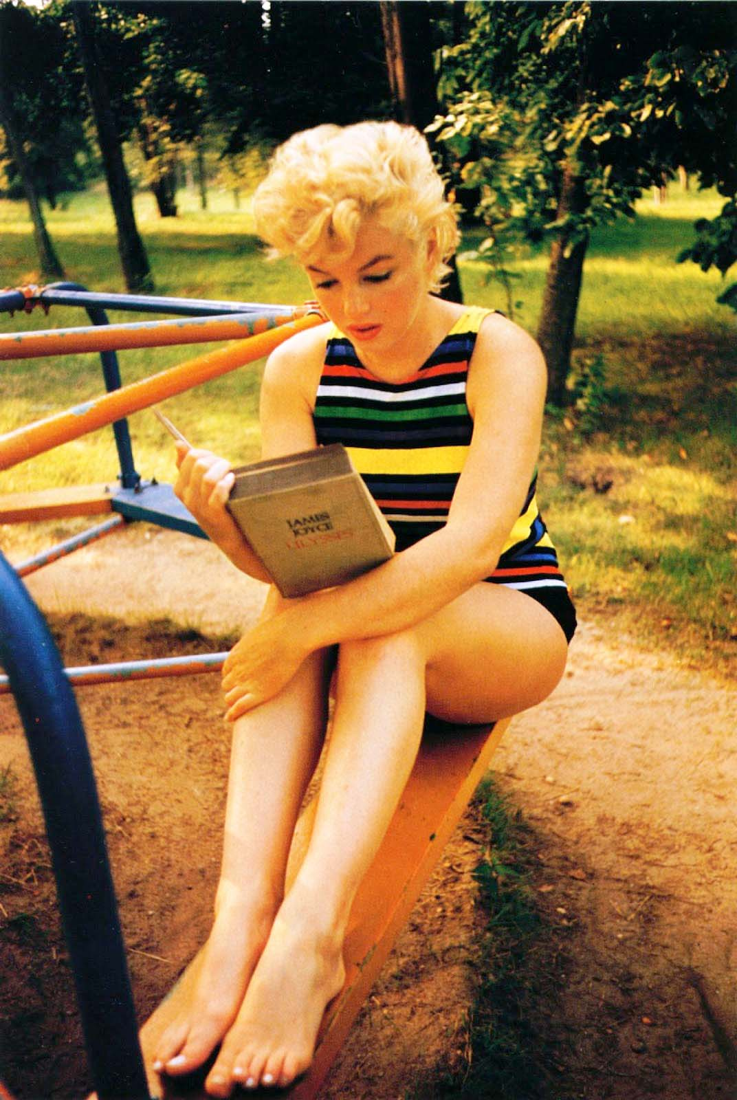 Eve Arnold, Marilyn Monroe Reading Ulysses, Long Island, New York, 1954