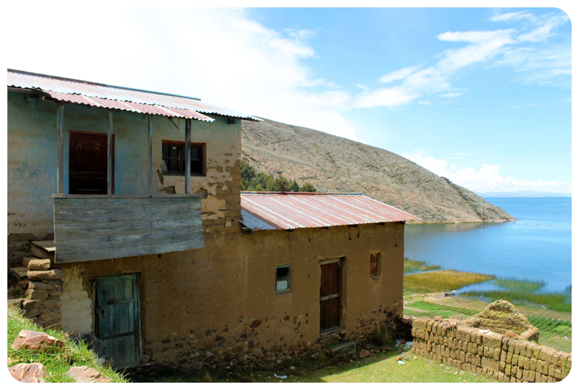 lake titicaca houses