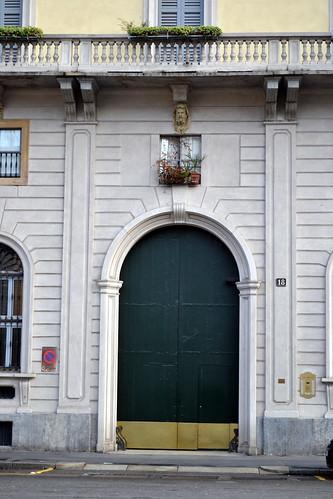 La porta chiusa sciura pina for Porta chiusa