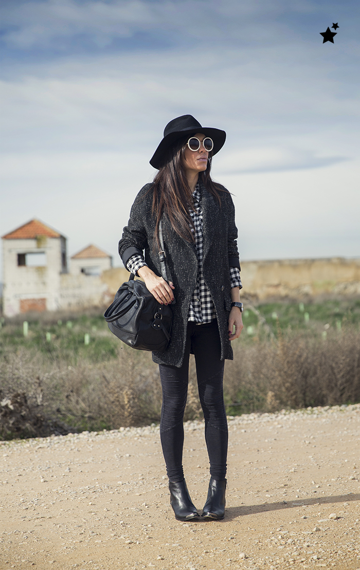 srteet style barbara crespo the corner shop plaid shirt black and white it shoes fashion blogger outfit blog de moda