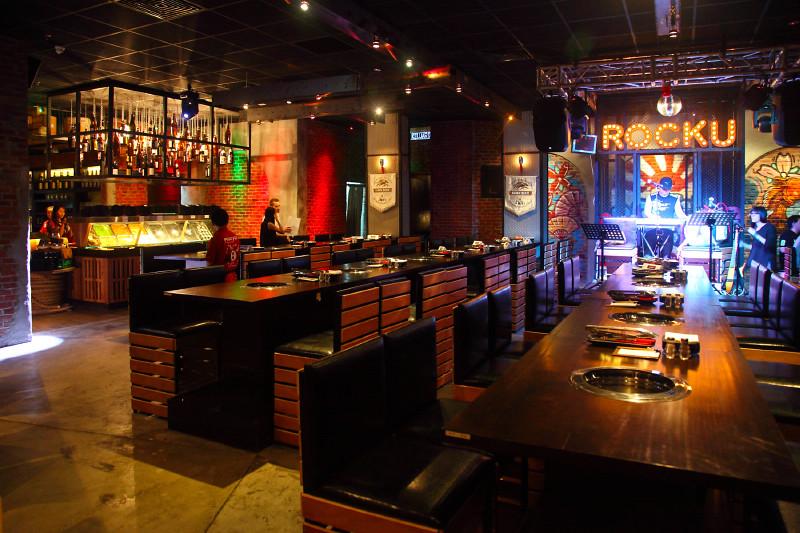 Rocku-Yakiniku-Restaurant-Stage
