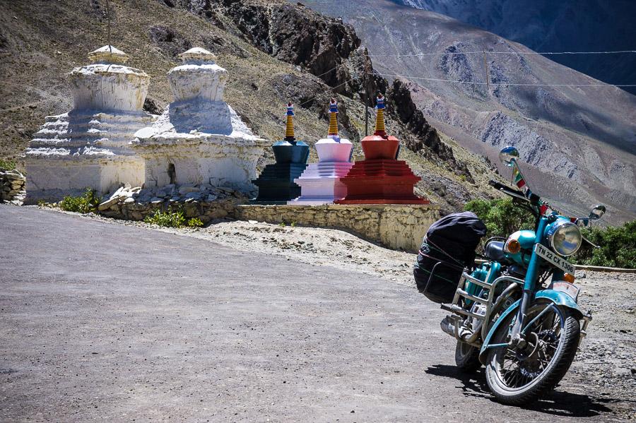 Чортены рядом с монастырем Зангла, Занскар. © Kartzon Dream - авторские путешествия, авторские туры в Индию, тревел фото, тревел видео, фототуры