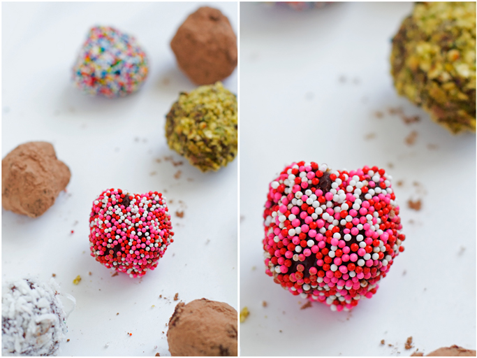 Chocolate Truffles that are so luxurious, but only need a few ingredients to make and are perfect for giving as gifts for Valentines day! #valentinesday #chocolate #chocolatetruffles #almonds | littlespicejar.com