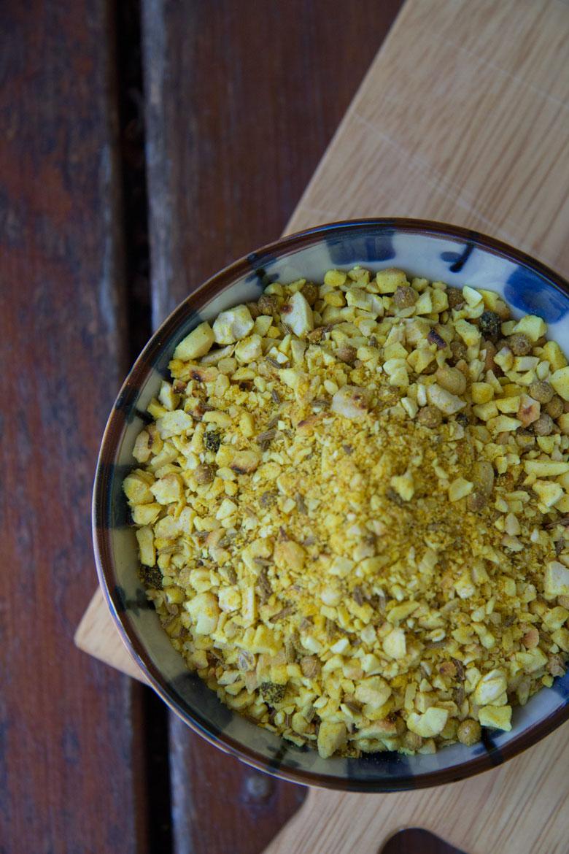 peppery-turmeric dukkah