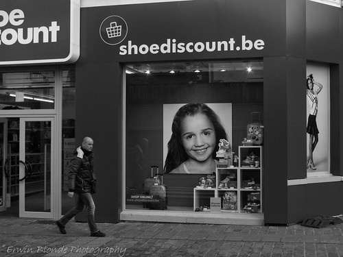 """Shoediscount"", streetphotography, Ilford FP4, Canon A1"