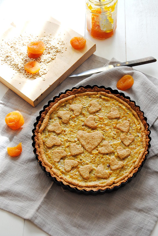 Rustic oatmeal tart with cheese and apricots