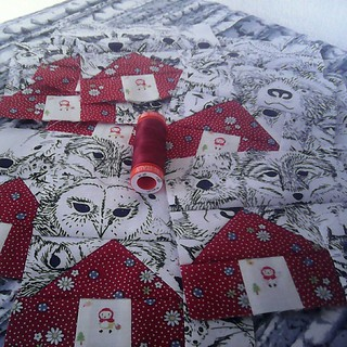 Red Riding Hood hiding in her house from the animals in the forest. #teenytinyblockswap with @whatthebobbin March is houses! Using my beloved Aurifil this is 1103 a rich red!