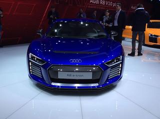 Audi-2015-R8-e-tron-04