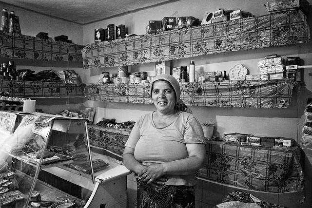 Saleswoman, Tufanu