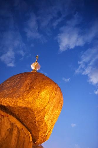 rock sunrise gold golden pagoda nikon yangon burma myanmar kyaiktiyo goldenrock kyaikto rangon
