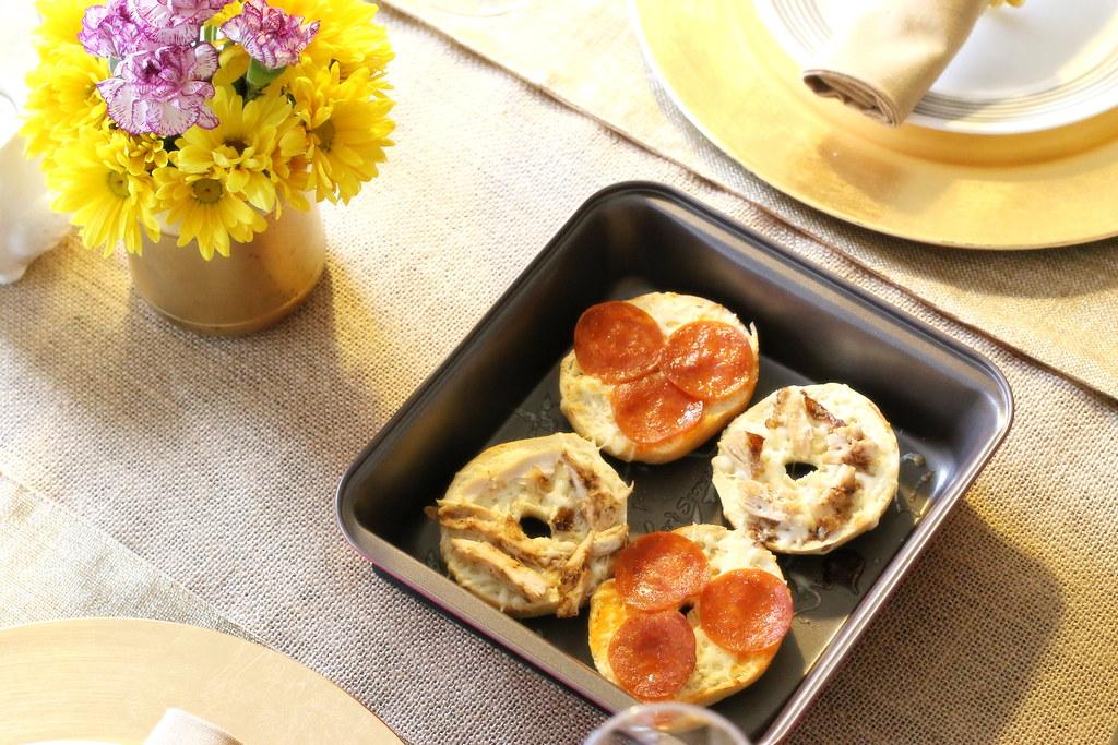 Bakers-Secret-mini-bagel-breakfast-pizza-2