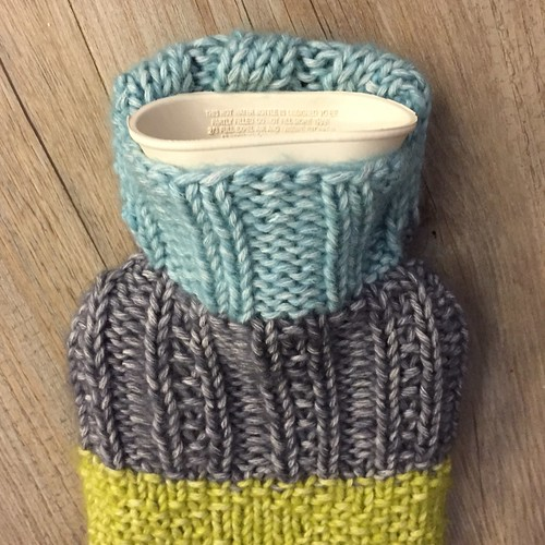 Mini hot water bottle cover - free pattern