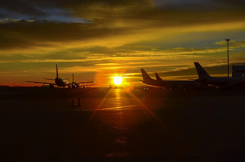 morning boston sunrise airport aircraft aviation rudy loganairport logan airlines bos airliners chiarello kbos rudychiarello