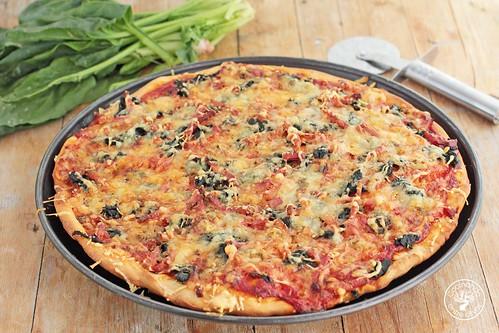 Pizza de espinacas, bacon y gorgonzola www.cocinandoentreolivos.com (20)